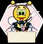 Biene spricht die polnische Sprache von einer Tribüne aus